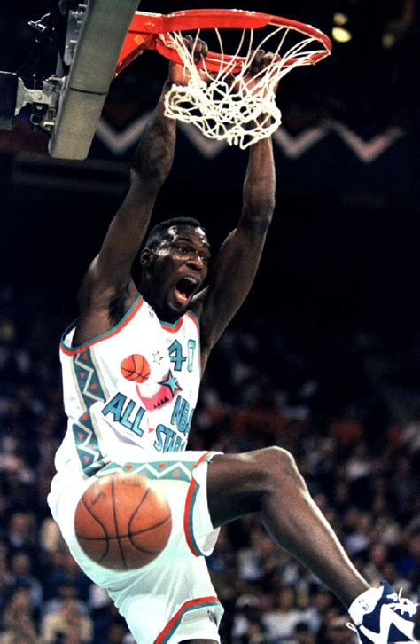 Top 10 Power Dunkers of all Time [PHOTOS]