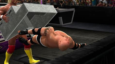 WWE 2K14 Glitches, New Crowd Glitch, Weapons in the crowd