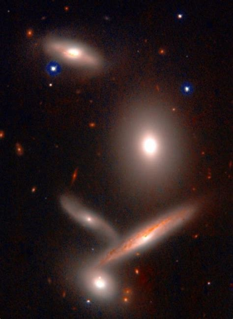 Hickson Compact Group 40, an ensemble of galaxies in Hydra